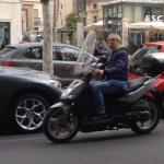 Video – Antonio Fiumefreddo sulla moto senza casco e in controsenso