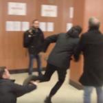 Giornalista delle Iene picchiato dalla scorta di Rosario Crocetta (VIDEO)