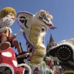 In Sicilia ad Acireale sette carri allegorici raccontano la società