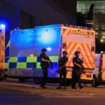 Attentato Manchester, attacco kamikaze al concerto di Ariana Grande: 22 morti, anche bambini