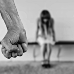 Santone tenta di violentare giovane studentessa ma lei lo evira