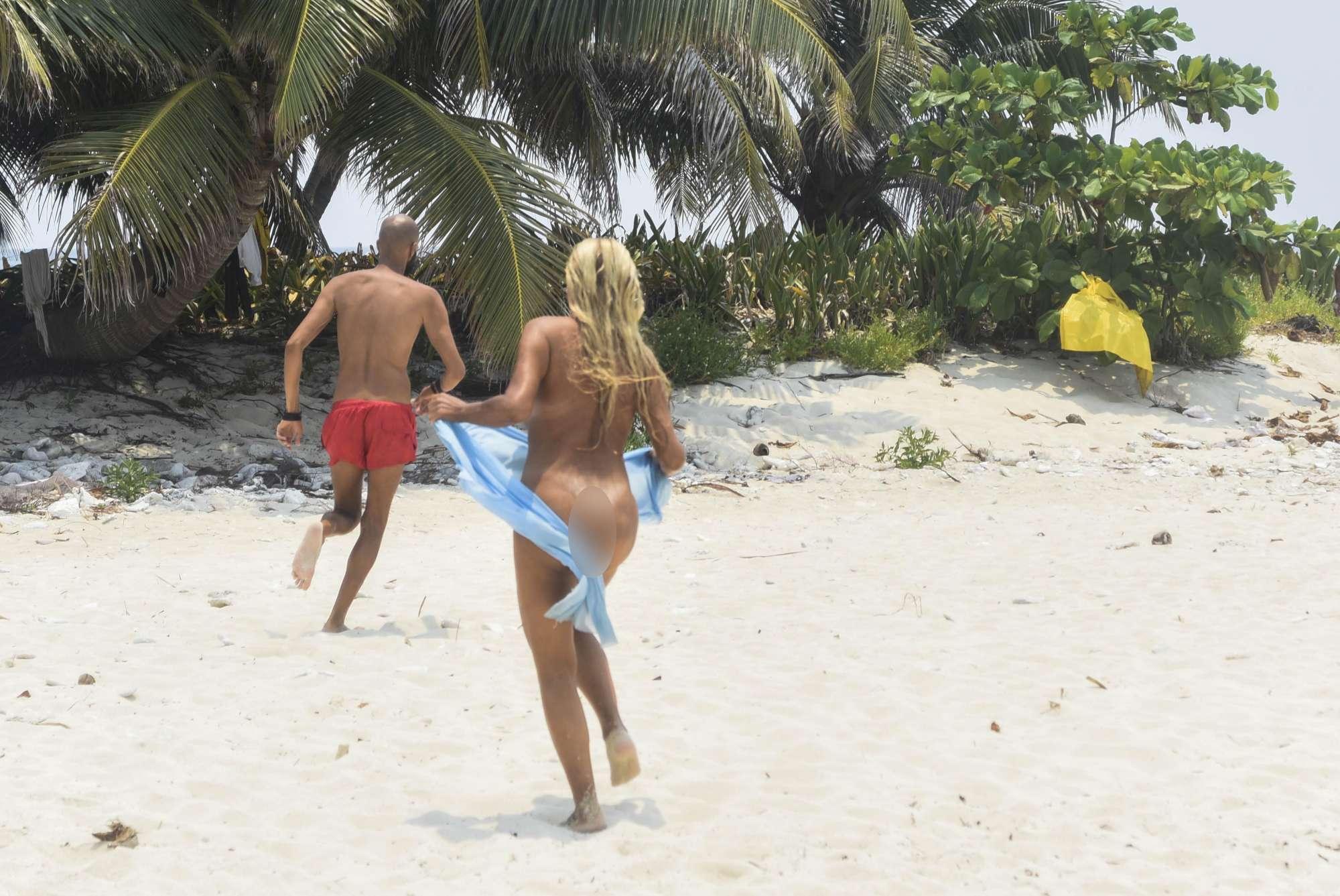 francesca cipriani si spoglia sull'isola dei famosi nuda